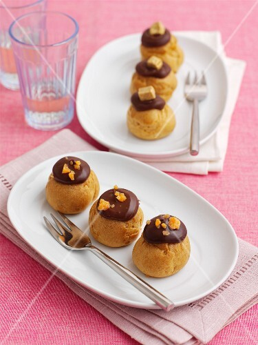 Profiteroles with chocolate icing