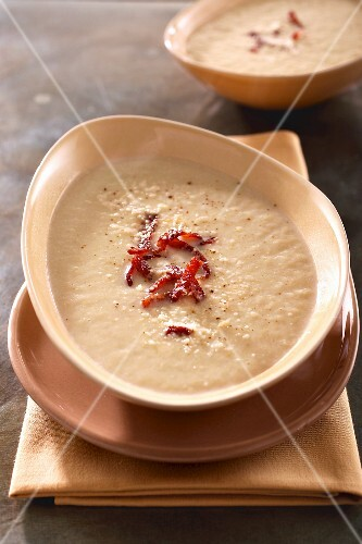 Zuppa d'indivia al bacon (cream of chicory soup with bacon)