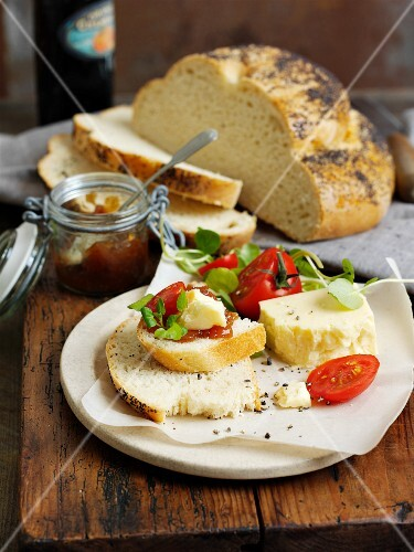 A ploughman's lunch with tomato and cheese (England)