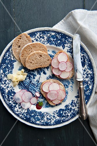 Slices of bread topped with radishes and butter