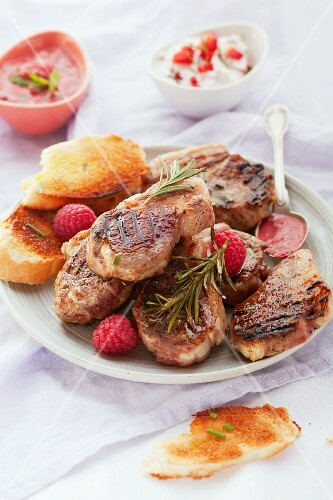 Lamb chops with berry sauce