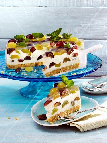 Mascarpone cheesecake with grapes