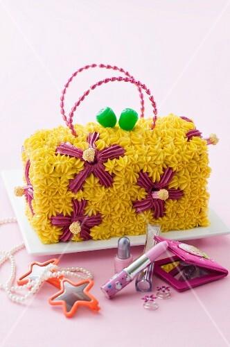 kindergeburtstagstorte handtasche mit blumenmuster bild kaufen 11170787 stockfood. Black Bedroom Furniture Sets. Home Design Ideas