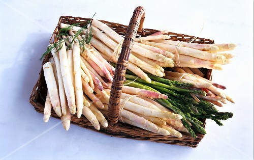 Green and white asparagus in a basket