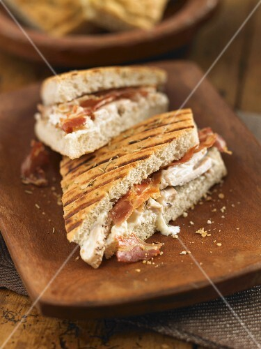Focaccia filled with chicken and pancetta