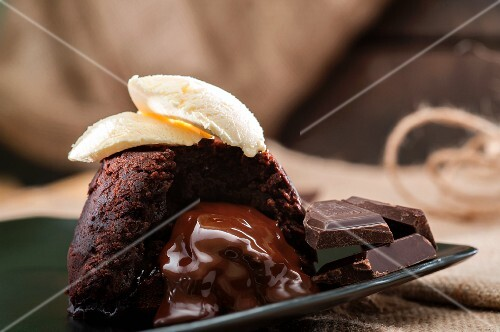 Chocolate melting middle pudding with vanilla ice cream and chocolate pieces