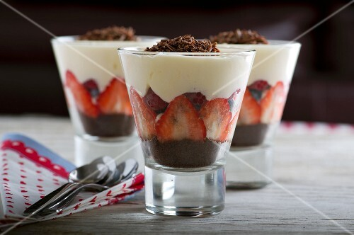 Berry trifles with chocolate