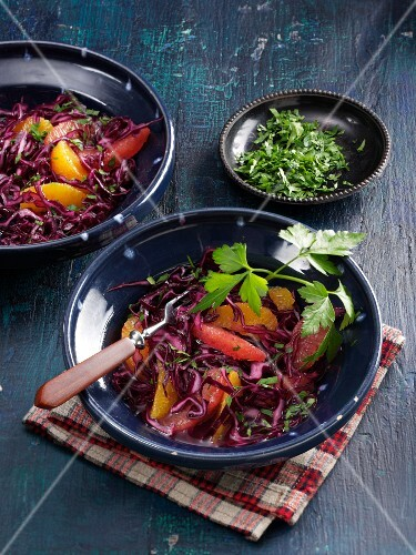 Red cabbage salad with citrus fruits