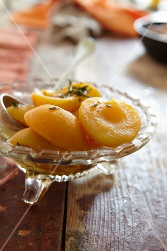 Apricots with thyme