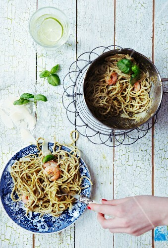 Spaghetti with green pesto, prawns, basil and parmesan