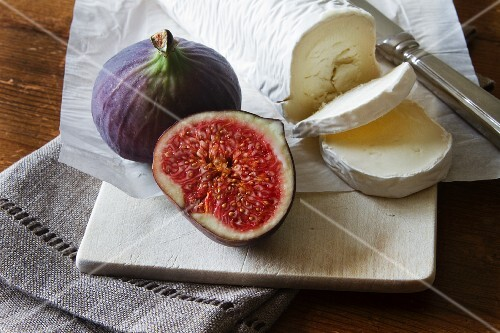 Red figs with goat's cheese