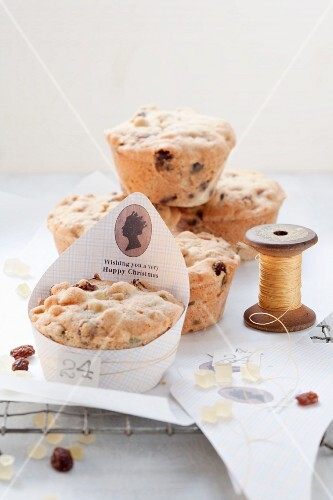 Small Dundee cakes (fruit cakes, Scotland)