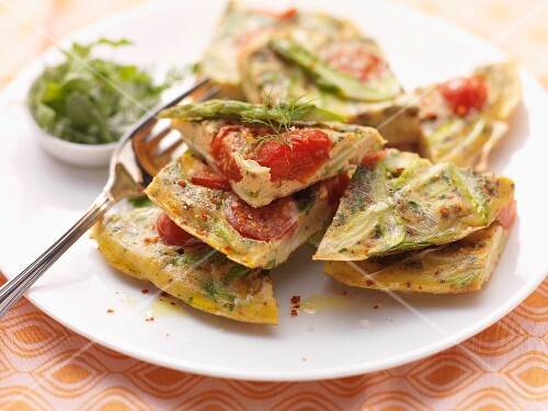 Omelette with asparagus and tomatoes