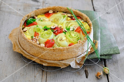 Fennel and pepper quiche with hazelnuts