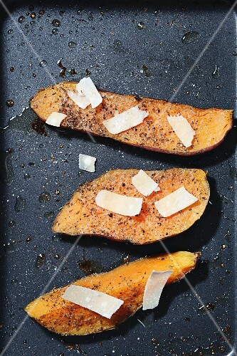 Sweet potatoes with parmesan and pepper