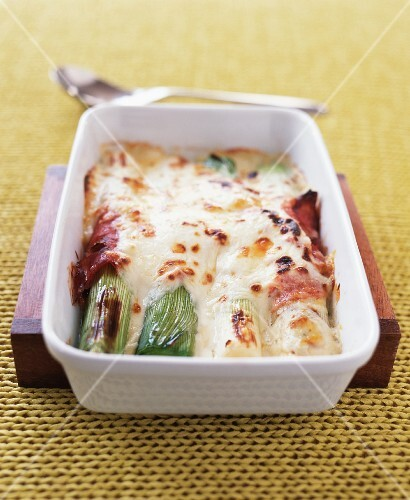 Leek bake with ham and cheese