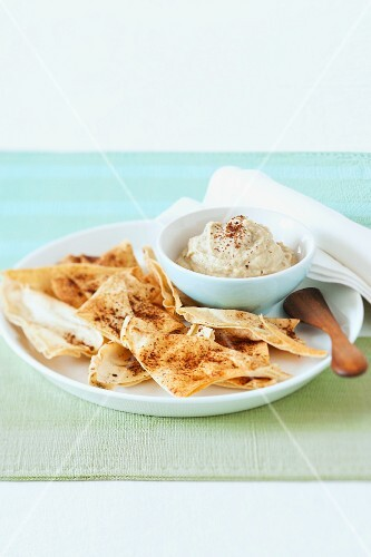 Houmous with flatbread (North Africa)