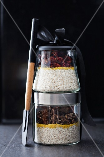 Mixes for risotto all arrabiata and for mushroom risotto, in separate jars