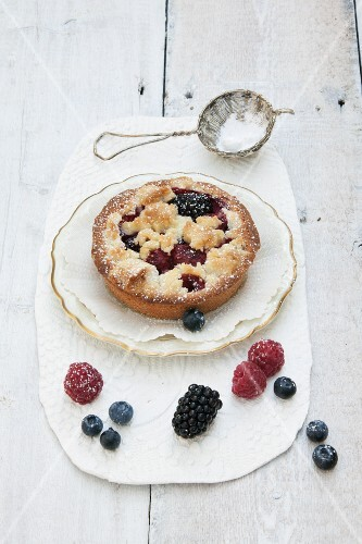 Individual berry tart with buttery crumble
