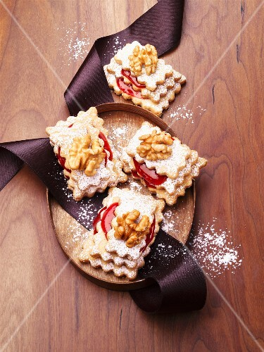 Pyramid layer biscuits with redcurrant jam and walnuts