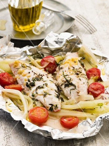 Red mullet with fennel and tomatoes in aluminium foil