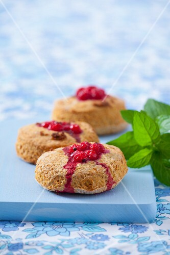 Wholemeal scones with redcurrants