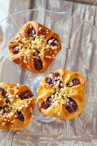 Pear pastries with almonds