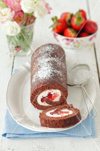 Chocolate roll with strawberries and cream