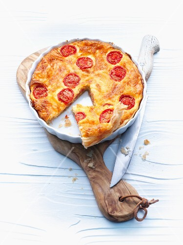 Cheese flan with tomatoes