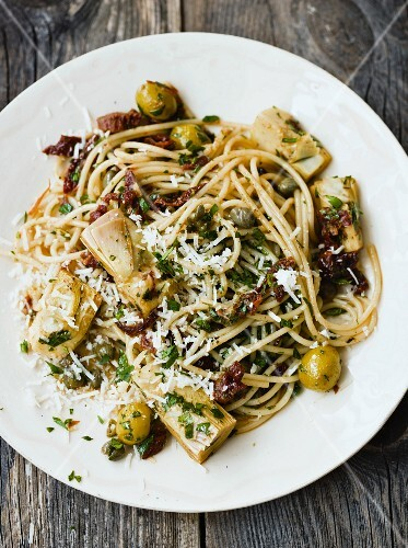 Spaghetti with artichokes, olives and sundried tomatoes
