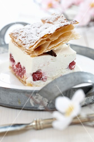 Puff pastry quark slice with raspberries