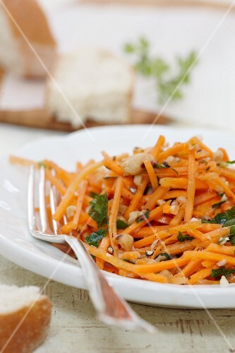 Carrot salad with roasted peanuts