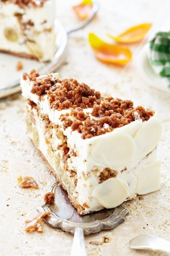 Crunchy nut and gooseberry cake