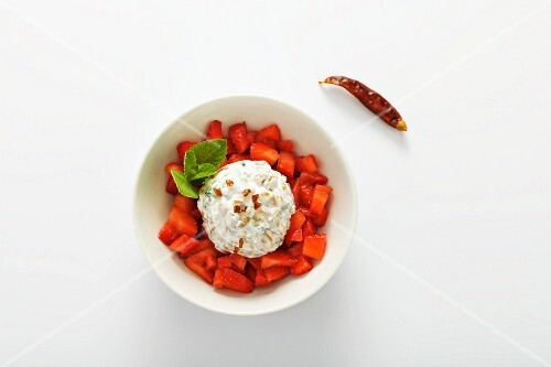 Goat's cheese and kamut salad with chilli strawberries