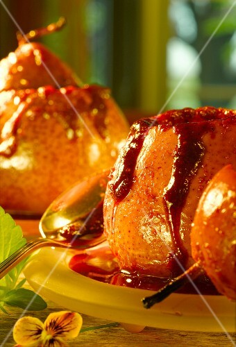 Baked pears with cranberry sauce