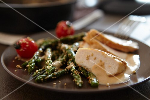 Chicken breast with asparagus and mustard sauce