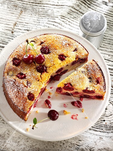 Quark cake with ricotta and cherries