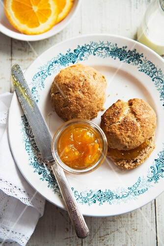 Bread rolls with marmalade