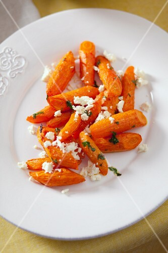 Roasted carrots with feta and parsley