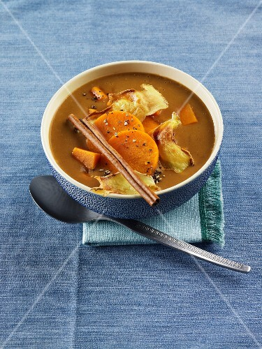 Autumn bread soup with sweet potatoes and cinnamon