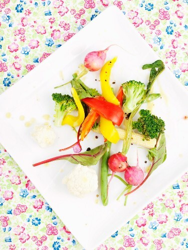 Vegetable salad with vinaigrette (view from above)