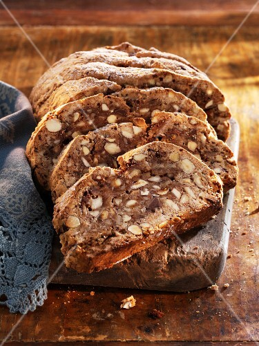 Adventsbrot (spiced sweet bread with hazelnuts and almonds)