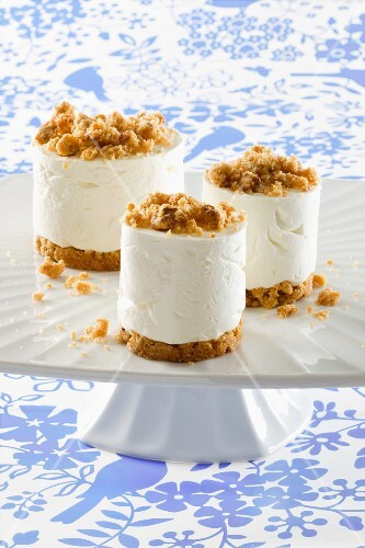 Quark dessert with crumble