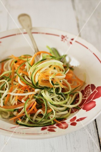 Carrot and courgette 'spaghetti' (uncooked)