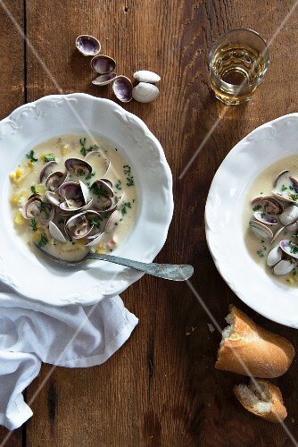 Clam chowder in two bowls