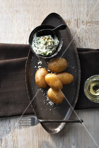 Potatoes boiled in their skins, with herb quark