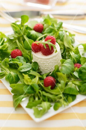 Goat's cheese with raspberries and lamb's lettuce