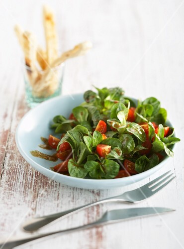 Lamb's lettuce with cherry tomatoes