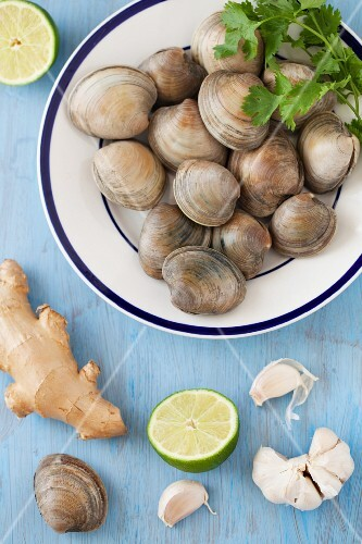 Fresh Clams with Ginger, Garlic and Lime