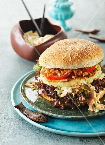 Cod burger with coleslaw and fried onions